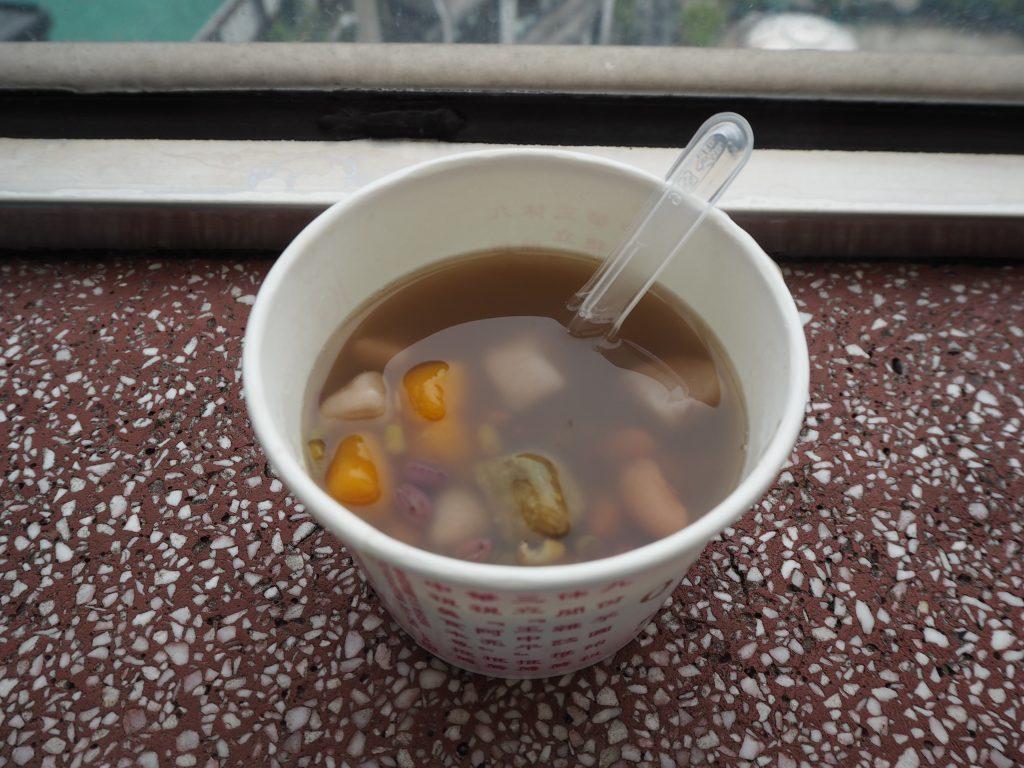 「阿柑姨芋圓」のホット芋圓。かなりのボリュームだが甘さ控えめで食べやすい