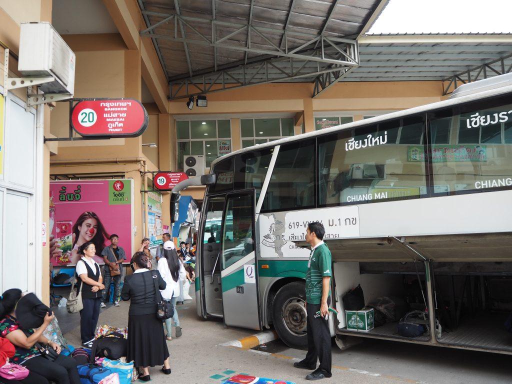 チェンライ行きバス乗り場(20番)