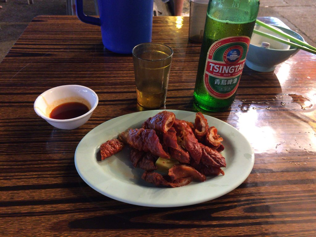 豚の腸を揚げた料理
