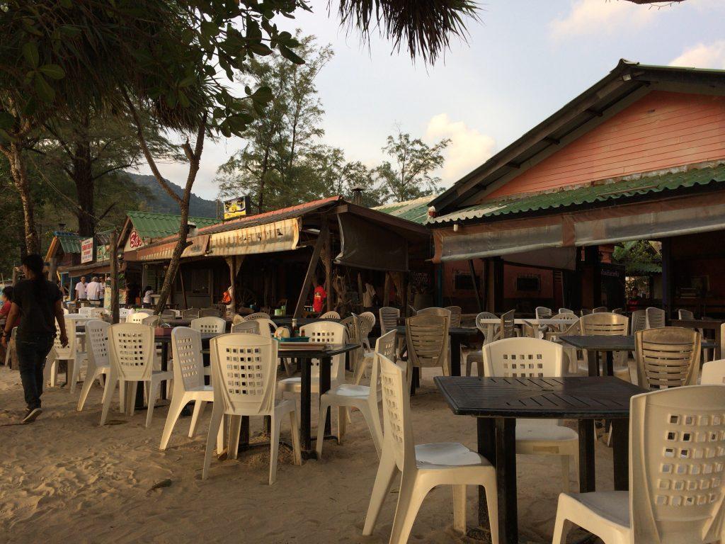 パトンビーチ沿いのレストラン
