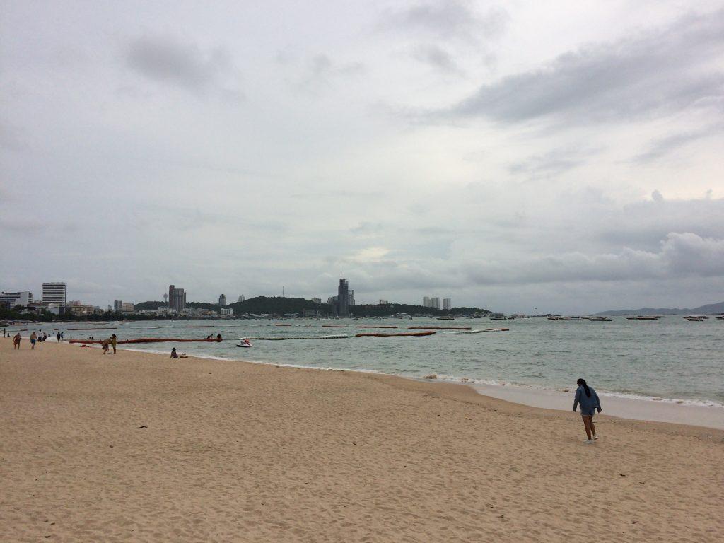 パタヤビーチの海