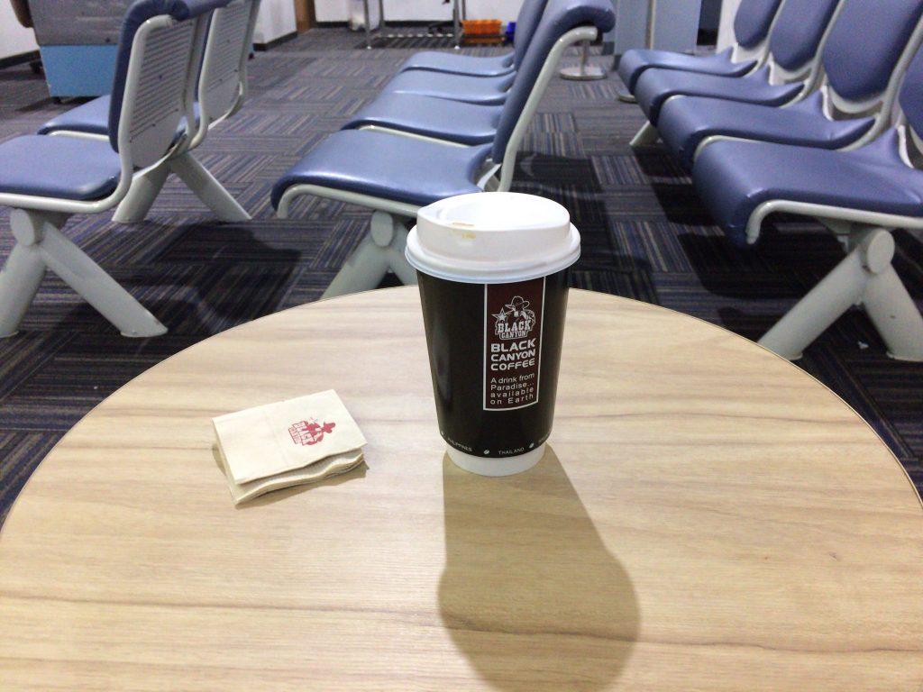 コーヒーを飲みながら出発の時を待つ