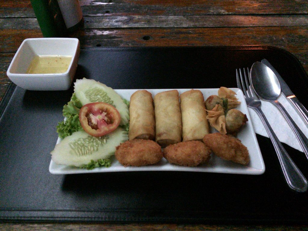 タイ料理のつまみ盛り合わせ(140バーツ)