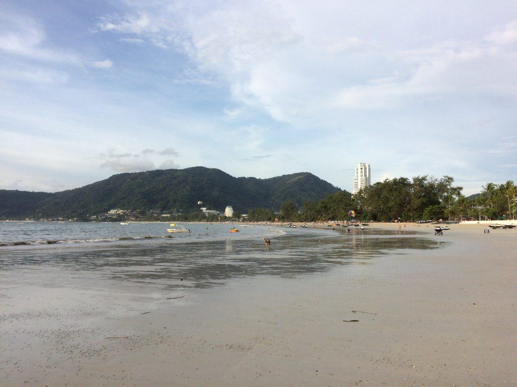 遠浅のパトンビーチ