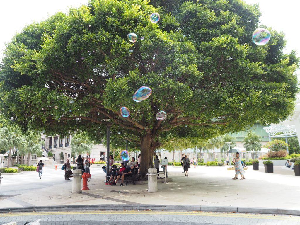 広場ではシャボン玉が飛んでいた