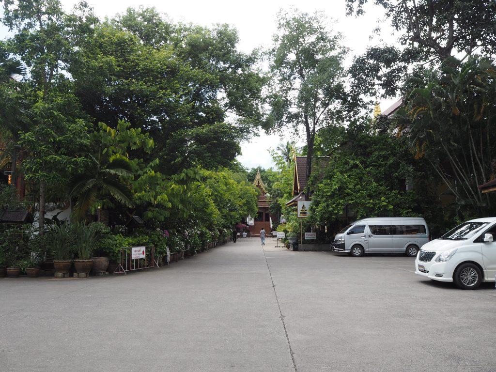 「ワット・プラケオ(Wat Phra Kaew)」の境内