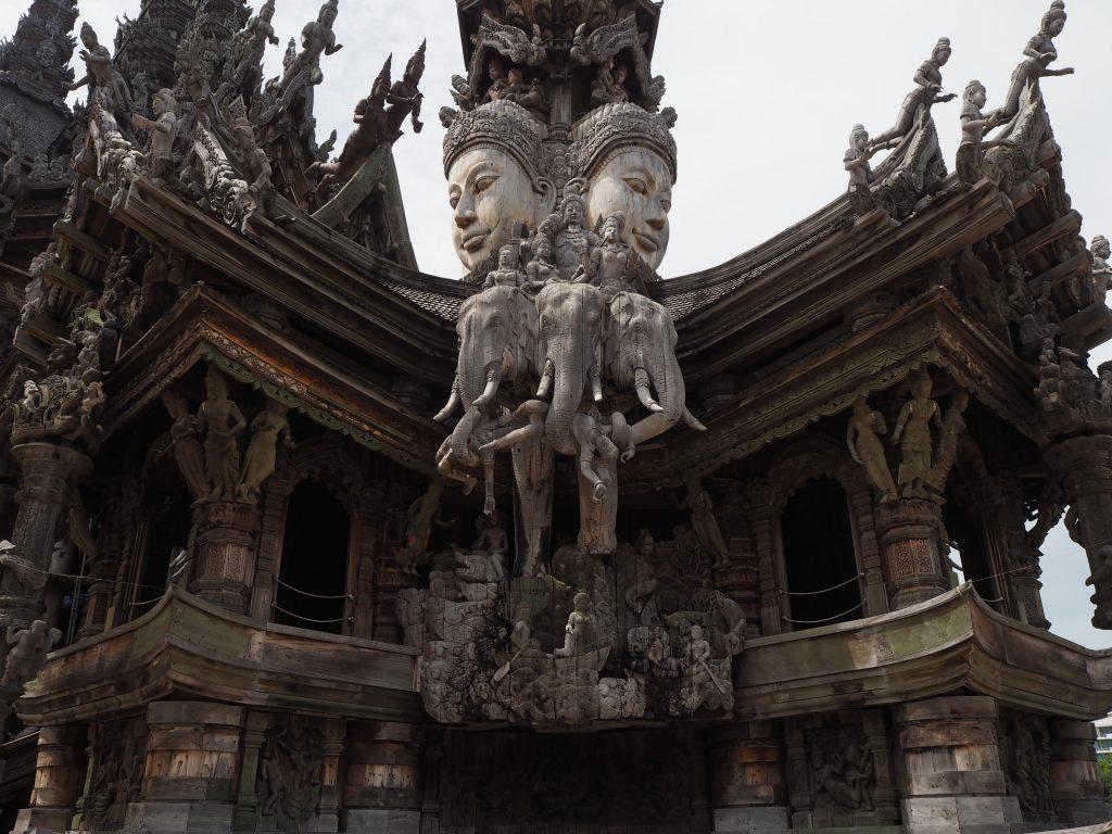 木組みで造られた建造物(寺院)