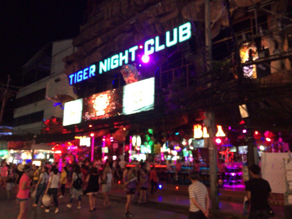バングラ通りにあるタイガーナイトクラブ