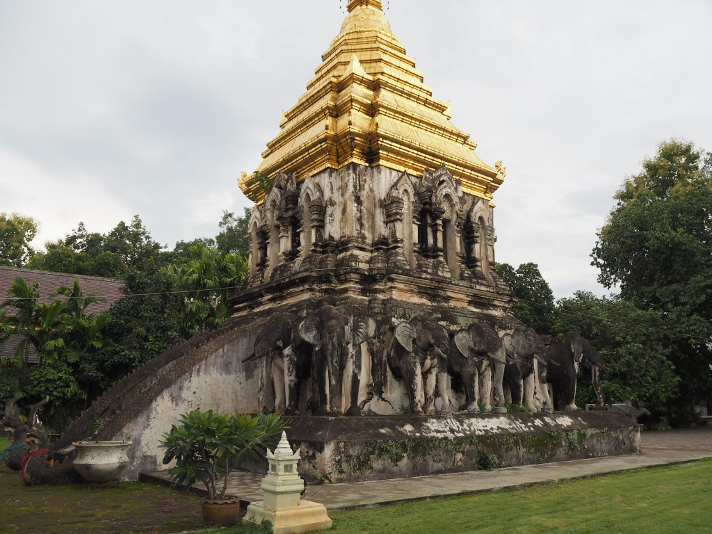 「ワット・チェン・マン」の仏塔