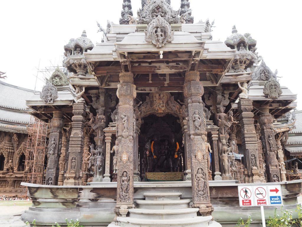 寺院正面(出口)