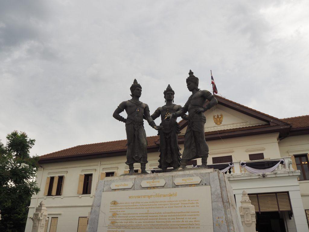 3人の王像
