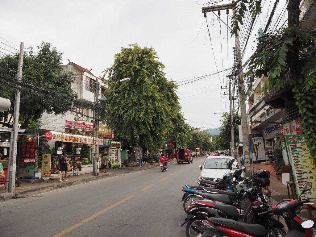 ラーチャダムヌーン通り(Ratchadamnoen Road)