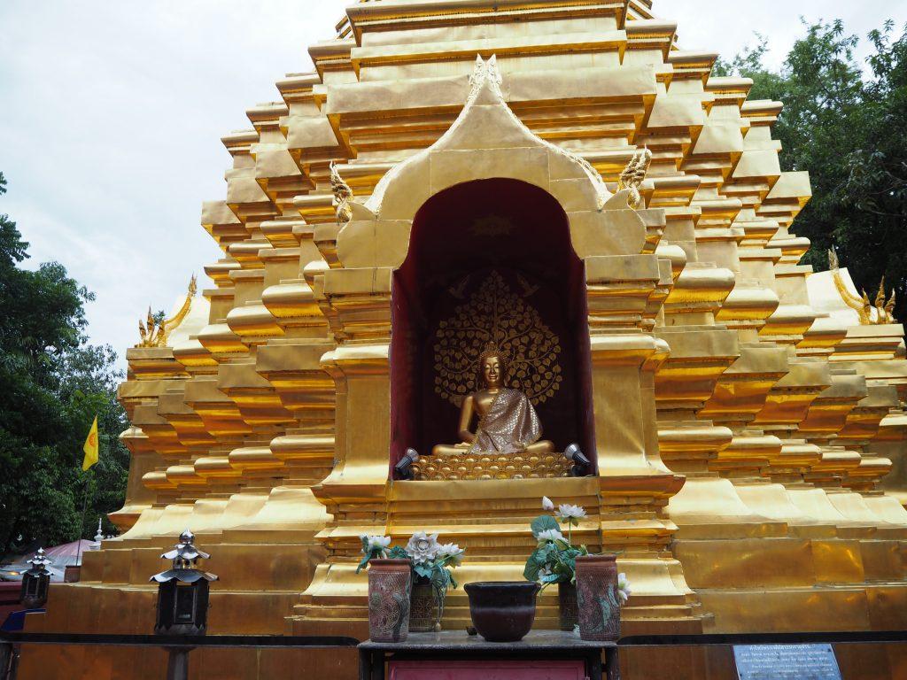 「ワット・パン・オン」の仏像