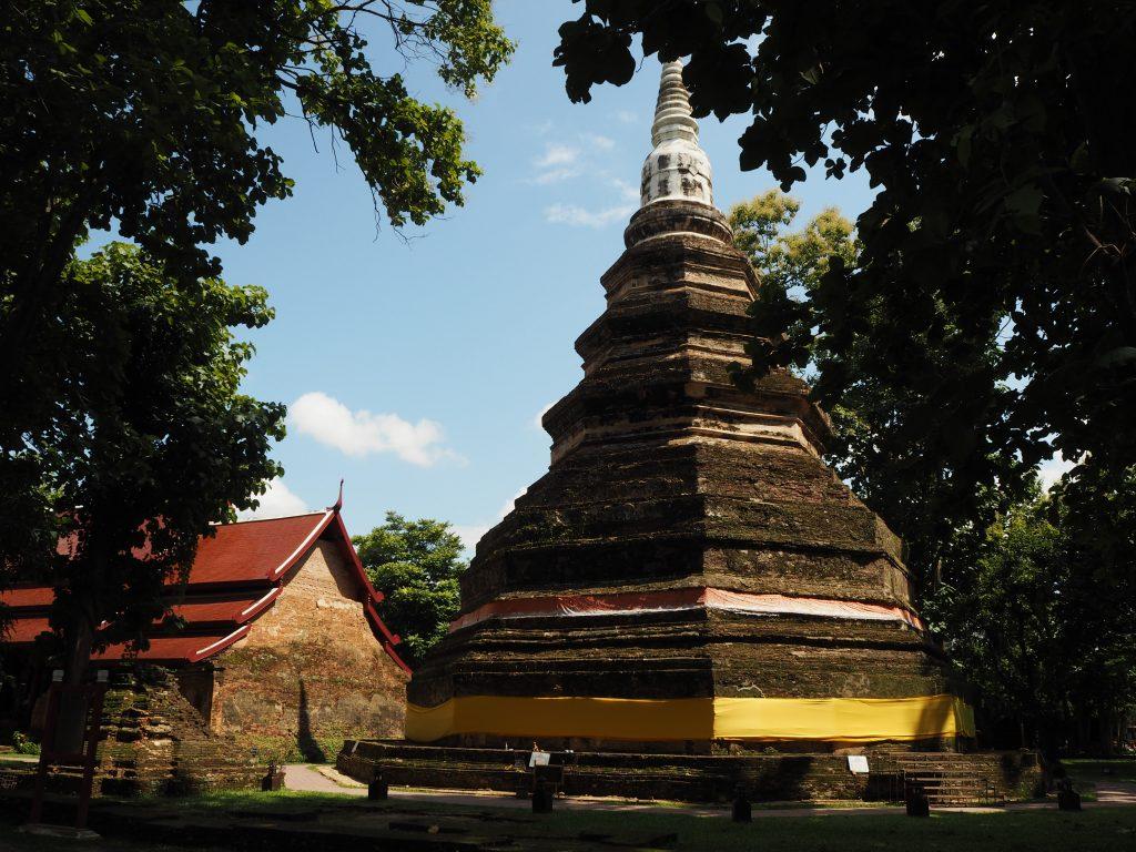 趣のある古い仏塔だ