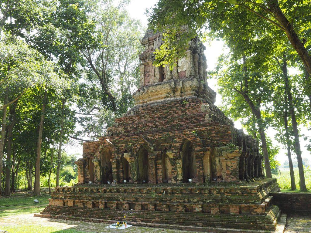 1295年に建てられた古い仏塔