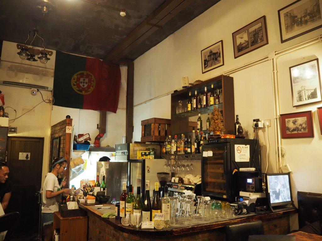 「カテドラルカフェ」店内