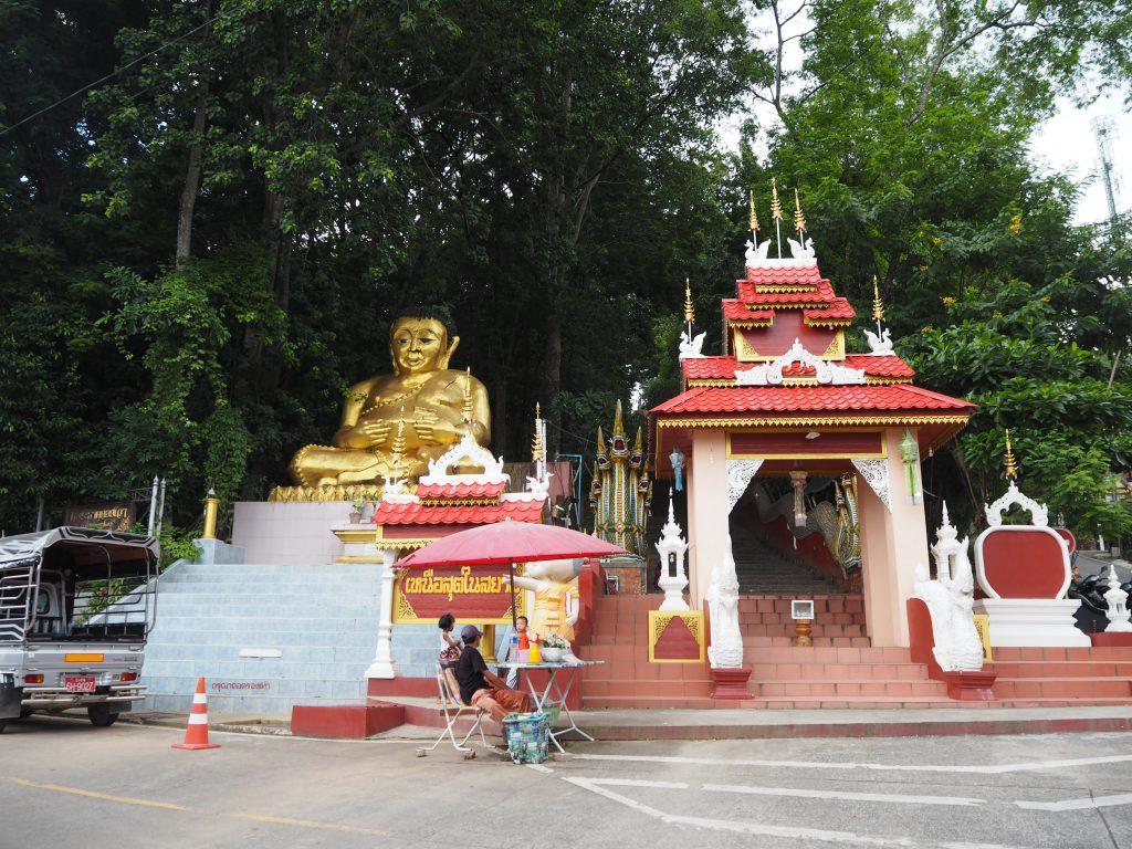 「ワット・ドイワオ(Wat Doi Wao)」入り口