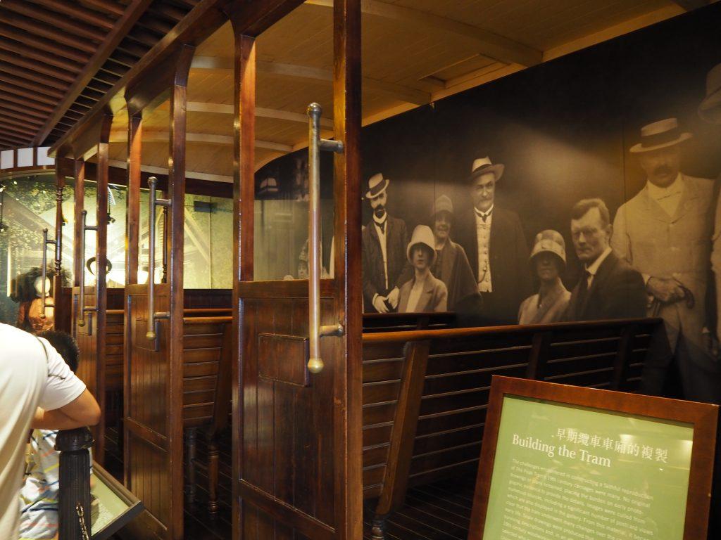 ピークトラム乗り場の展示物