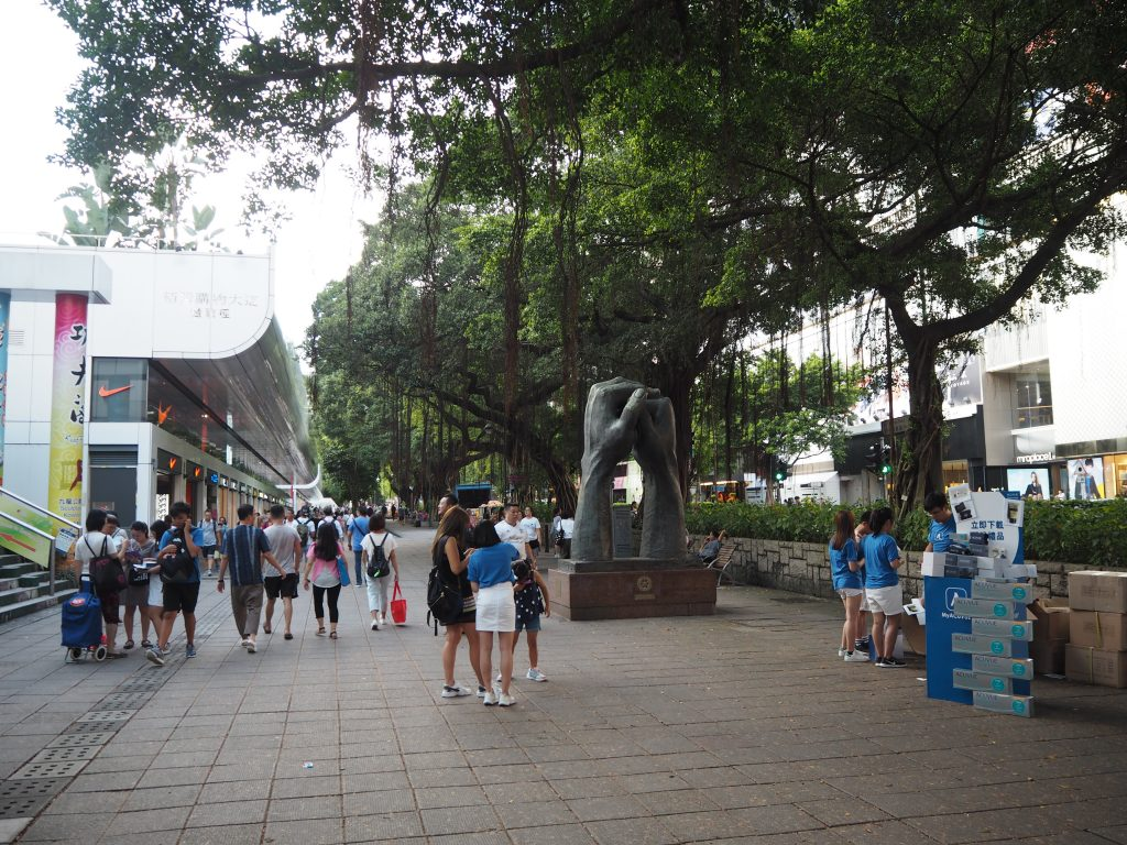 九龍公園入り口にあるオブジェ