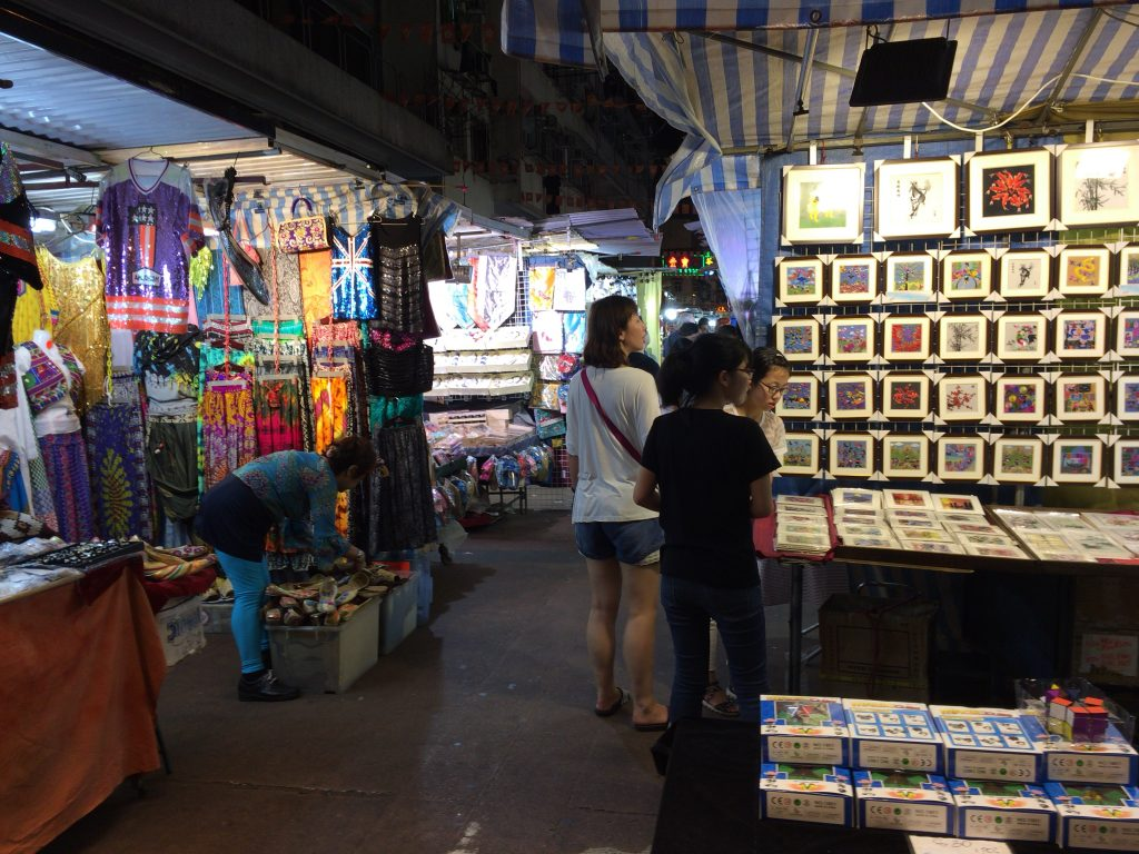 廟街のナイトマーケット(男人街)
