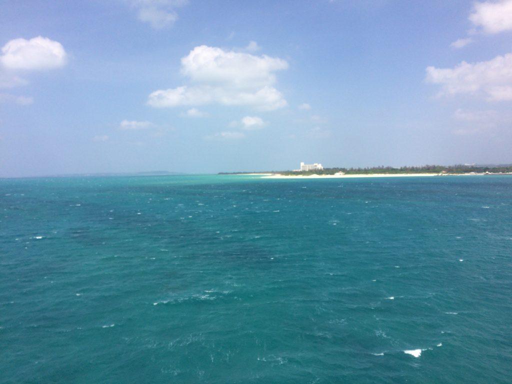 来間大橋から見る前浜ビーチ