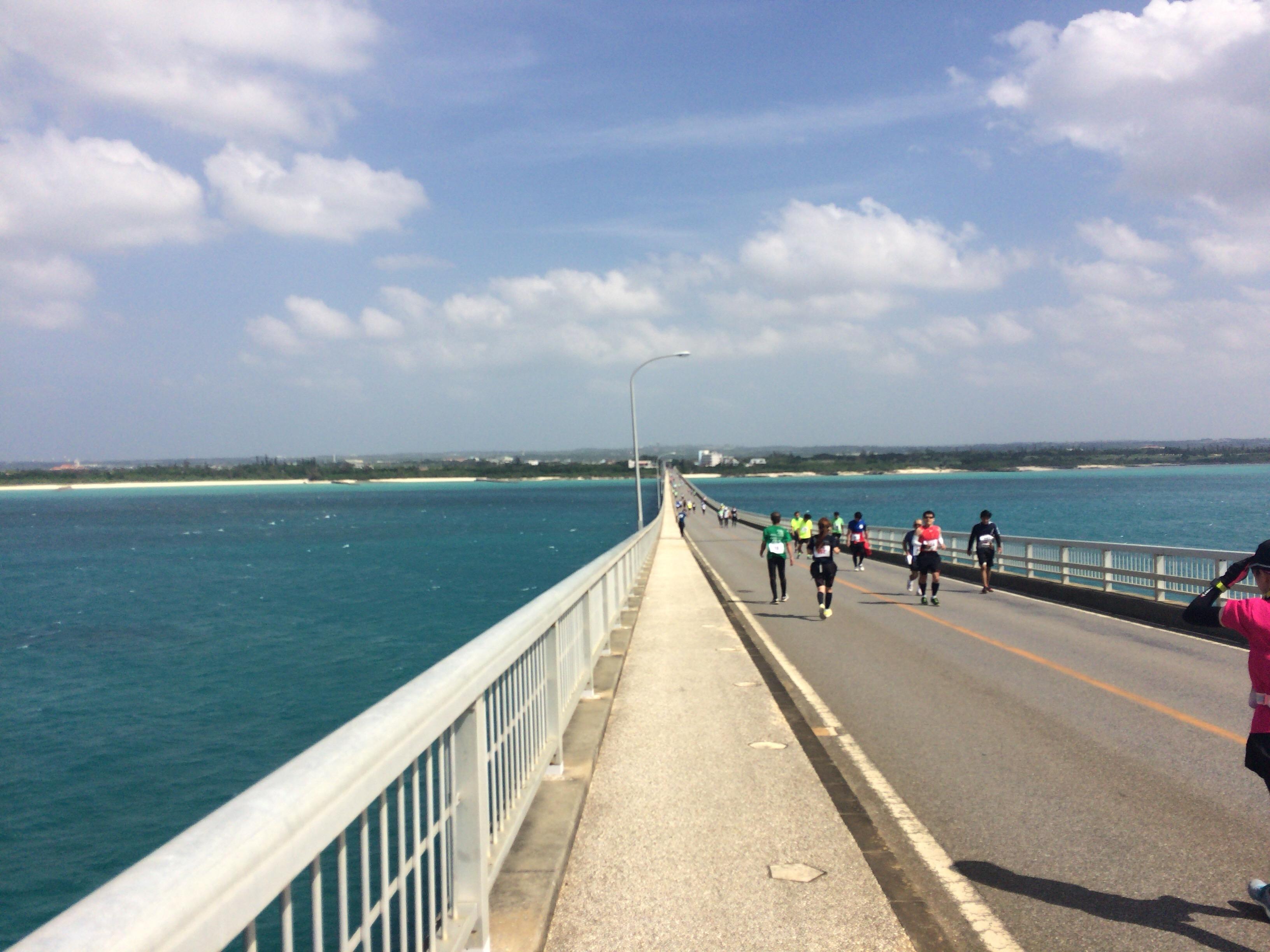 橋の上で折り返して宮古島に戻る