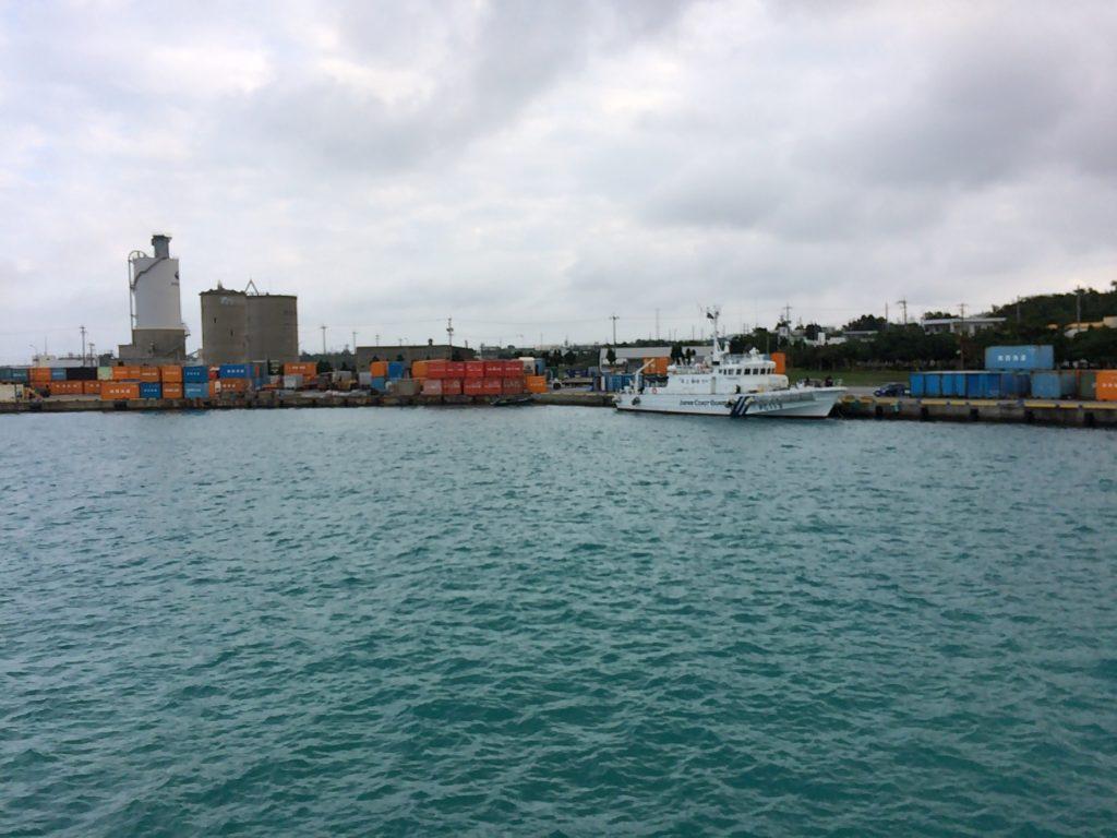 船内から見る平良港