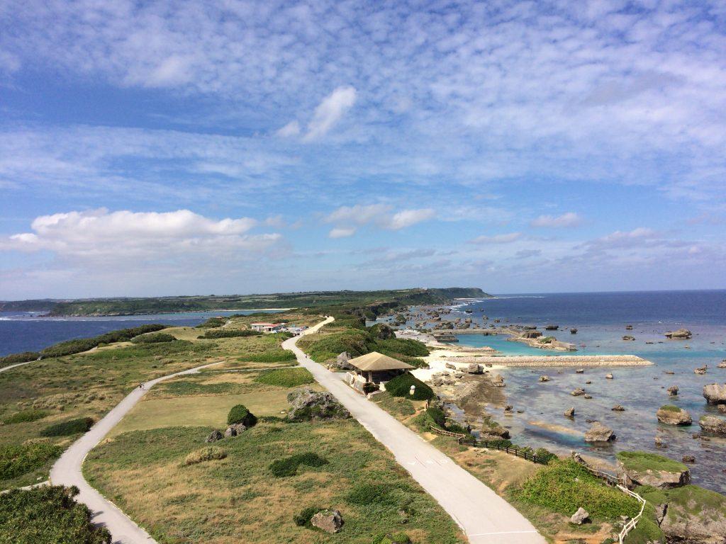 平安名埼灯台から宮古島方面を望む