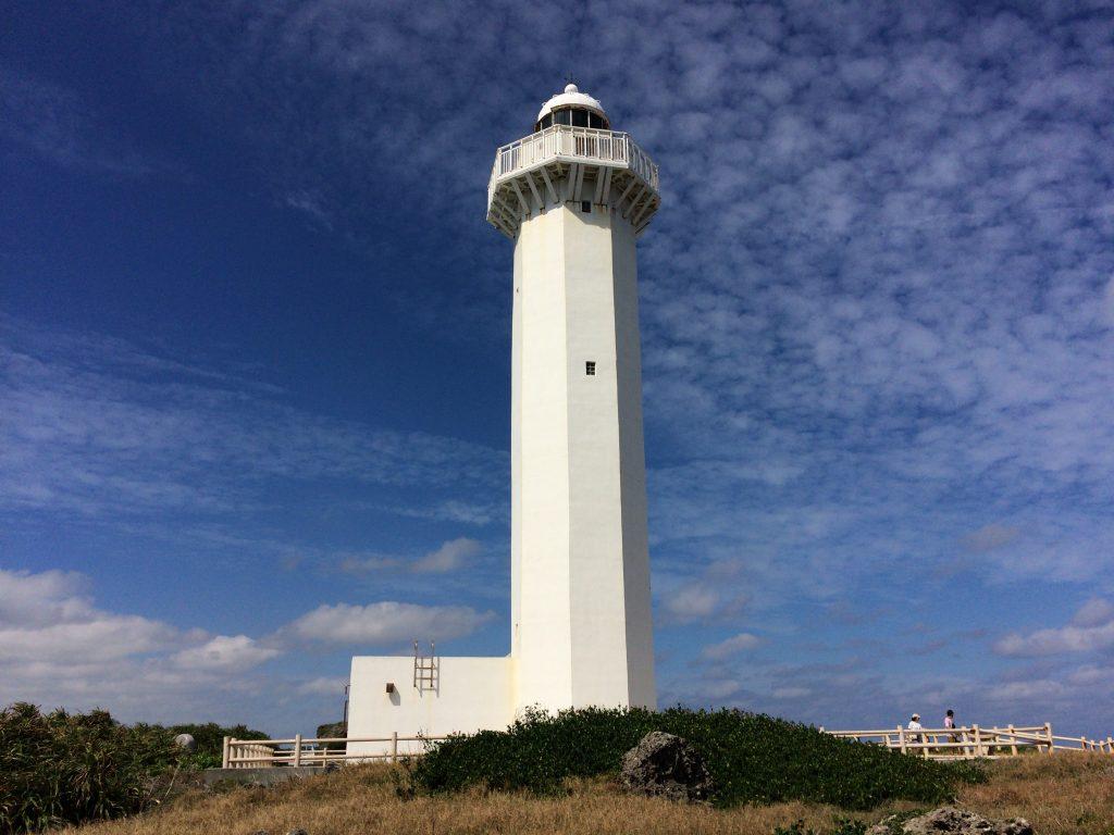 岬の先端から見る平安名崎灯台