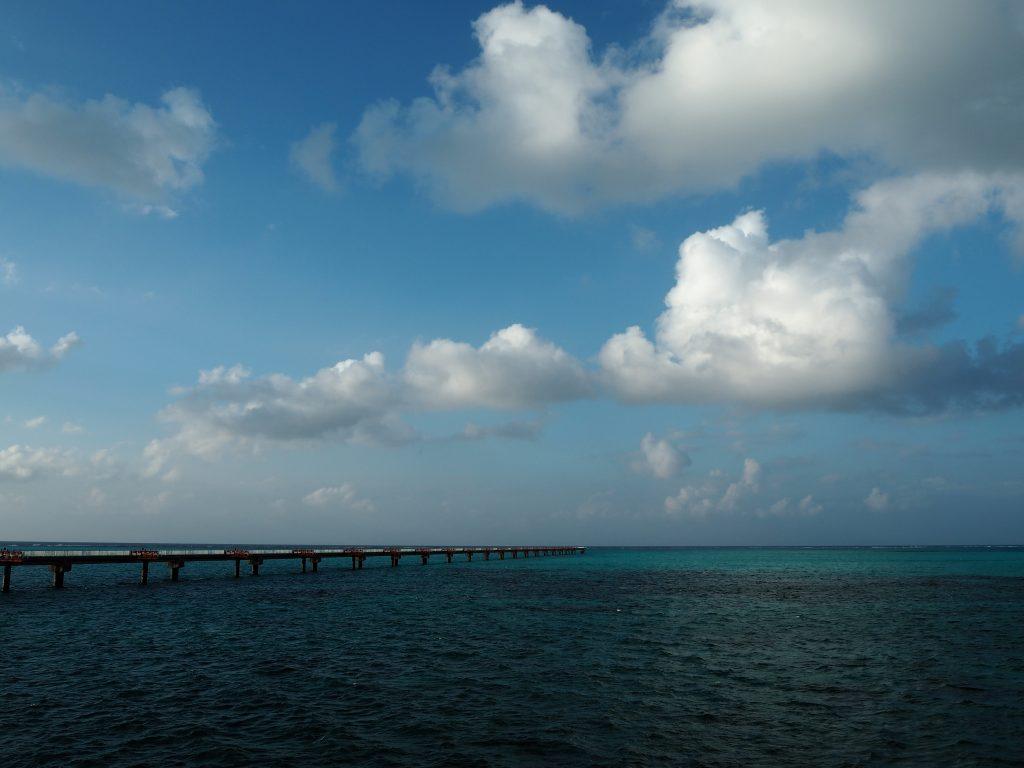 下地島空港周辺の海は澄んでいて美しい