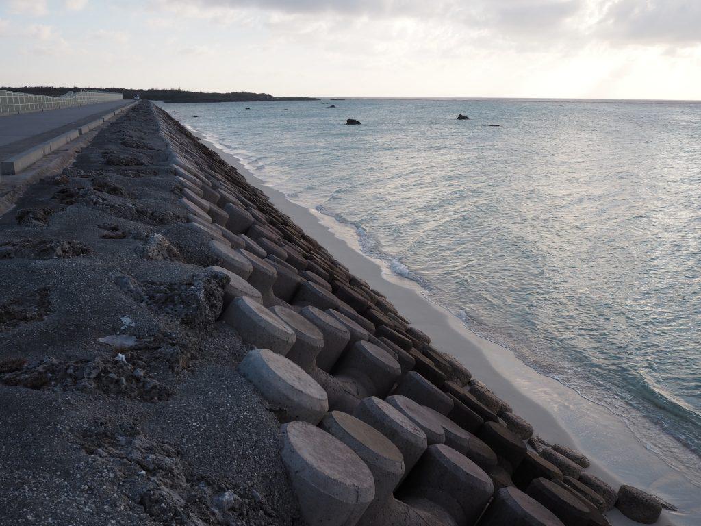 下地島空港RW17エンド横のビーチ