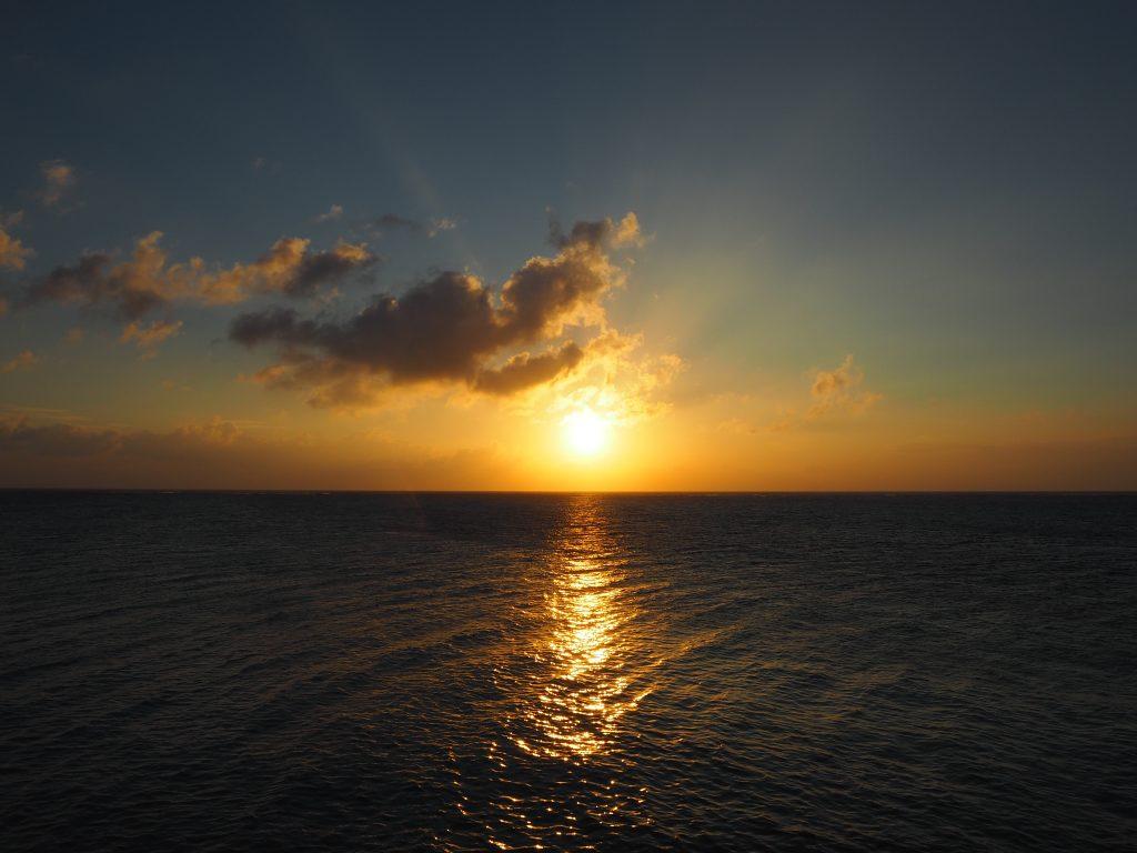 下地島空港17エンドから見る夕日
