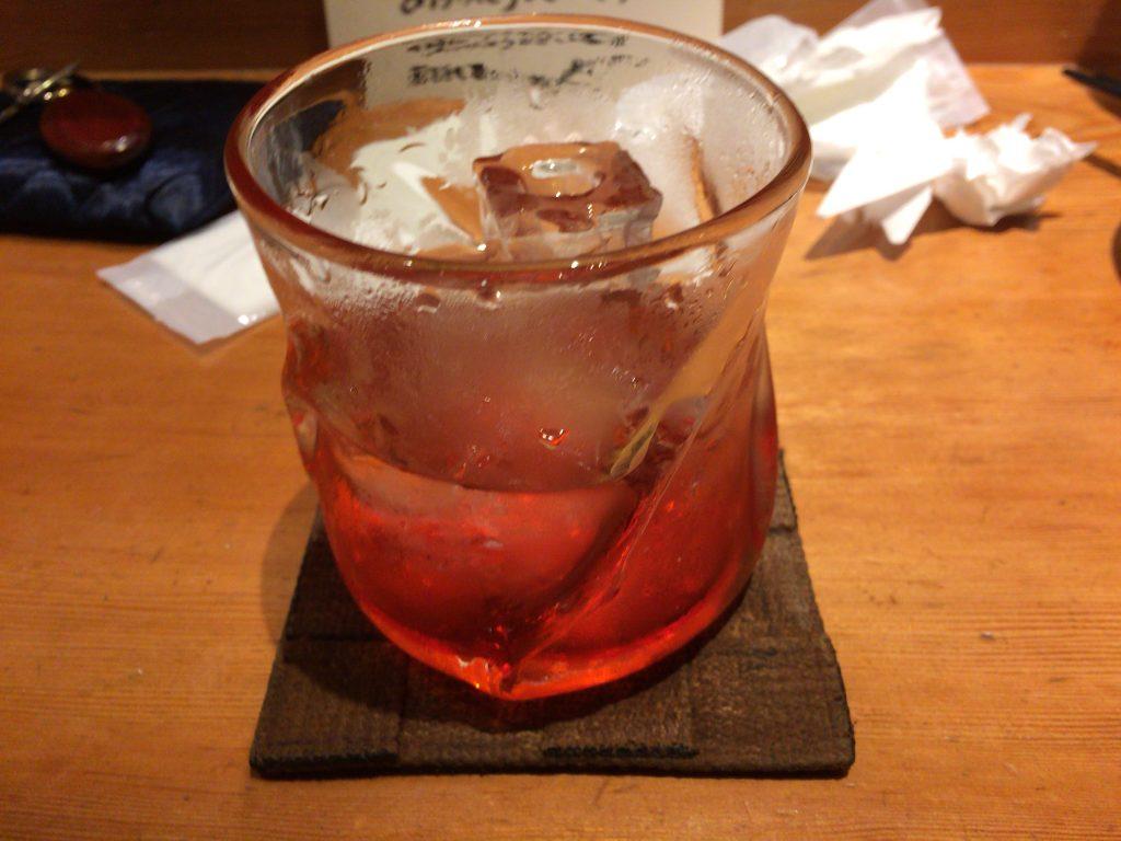 泡盛を琉球グラスにロックでいただく