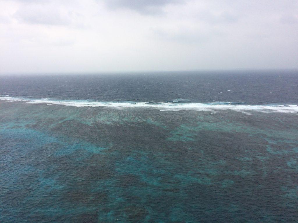 三角点から海を望む