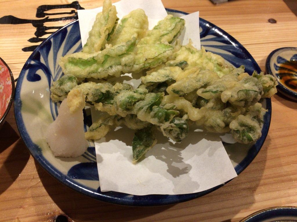 うりずん豆と宮古ぜんまいの天ぷら