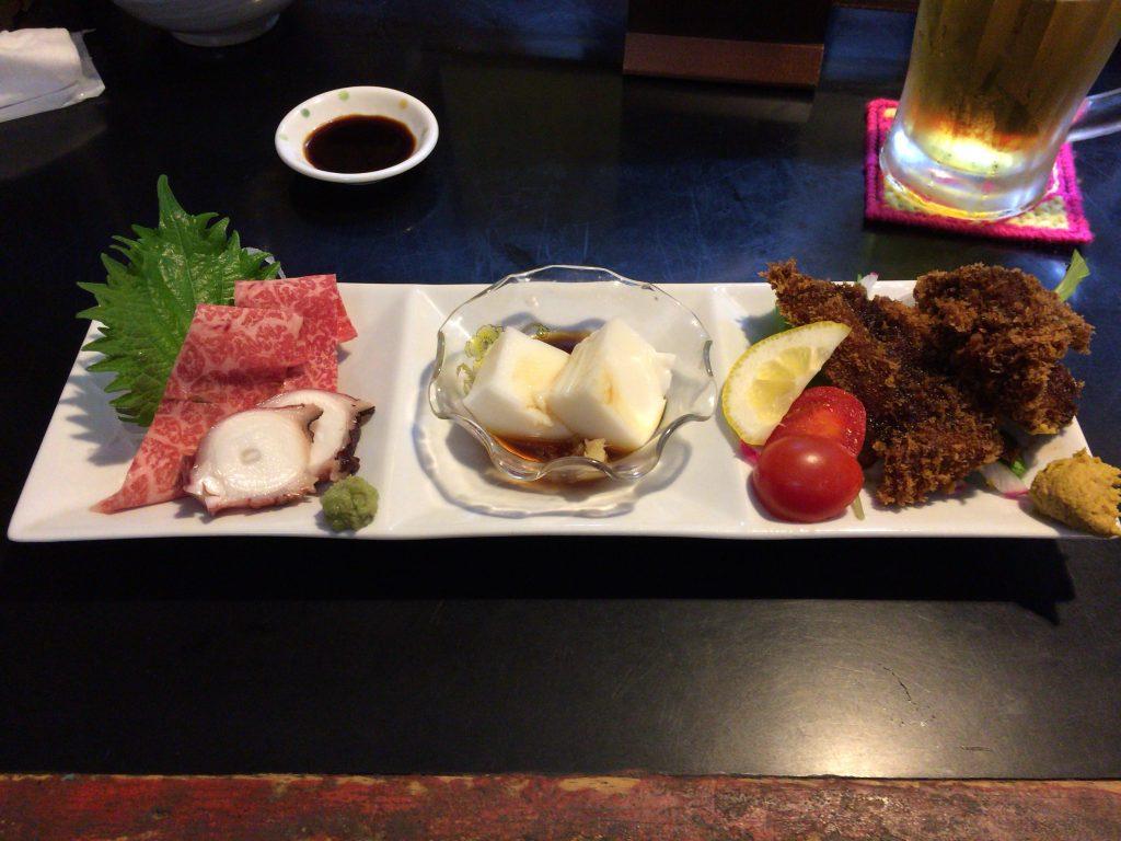 牛刺しにタコの刺身、ジーマミ豆腐、豚レバーの揚げ物