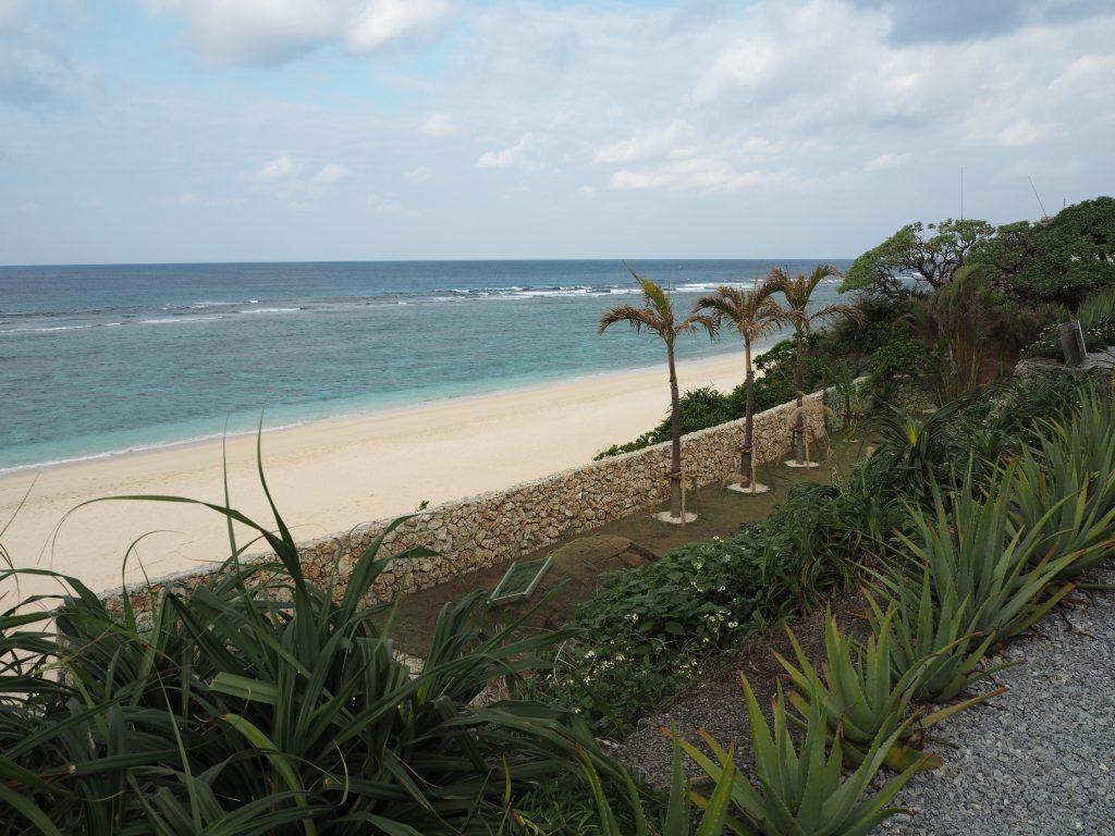 「青い珊瑚礁」の裏にあるパラダイスビーチ
