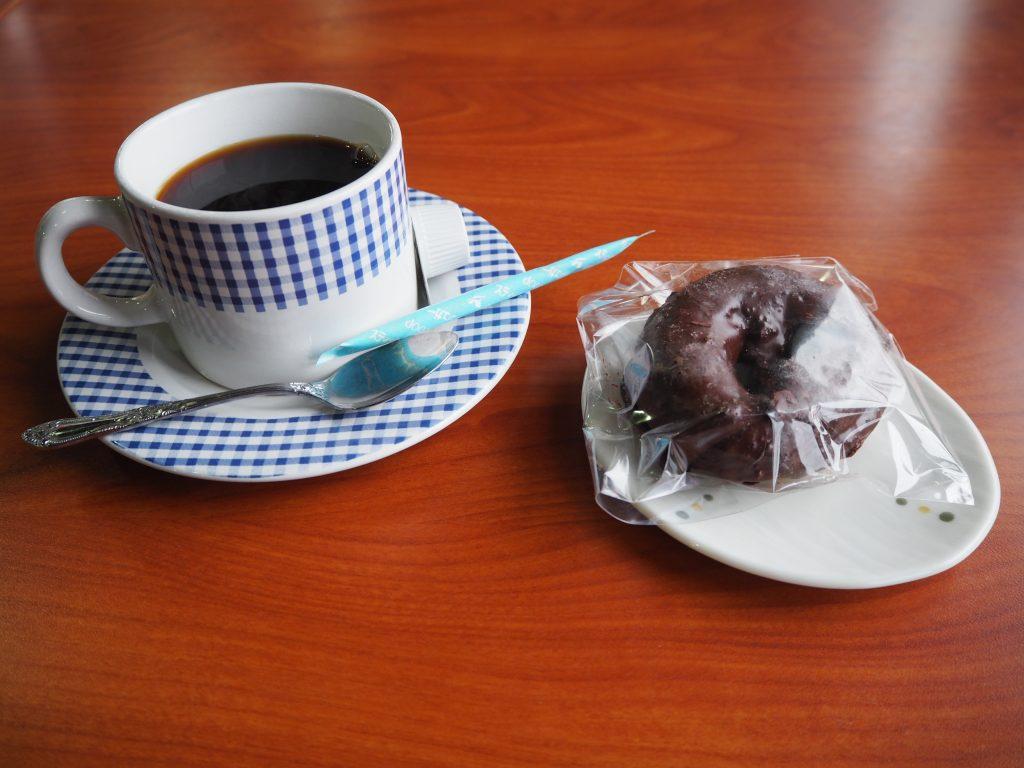 食後のホットコーヒーとデザート