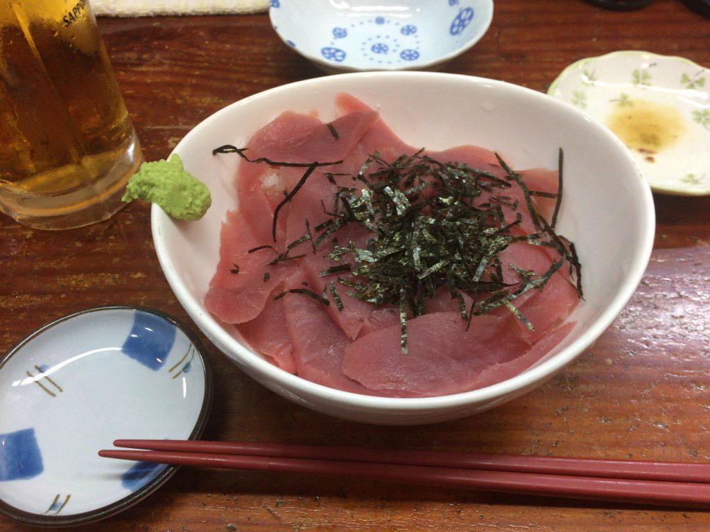 シビ丼。キハダマグロの幼魚だ
