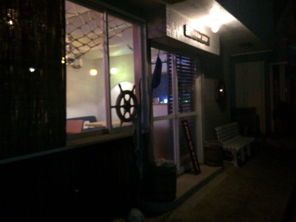 「cafe & bar LOOP(ループ)」外観