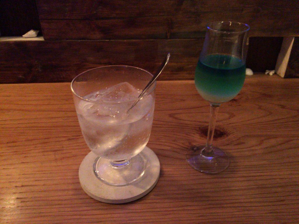 「ヨロンブルー」。その名の通り、鮮やかな青のグラデーションは与論島の海の色を連想させる