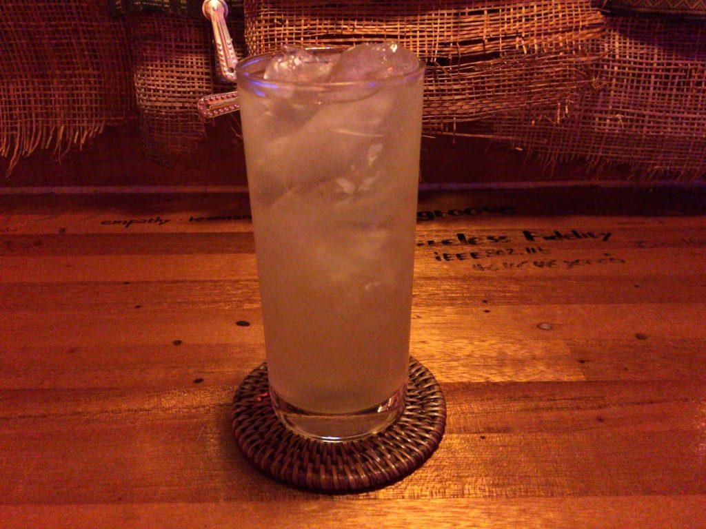「島有泉(しまゆうせん)」のカクテル。さっぱりとした味わいで美味しい