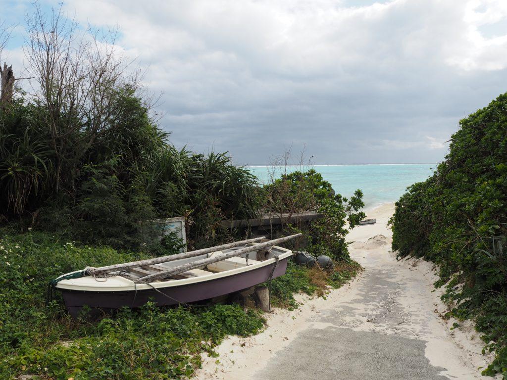 黒花(くろばな)海岸入り口