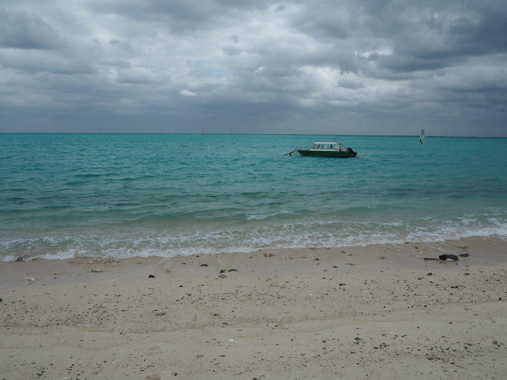 百合ヶ浜(ゆりがはま)へ渡るグラスボートらしきものを見かけた