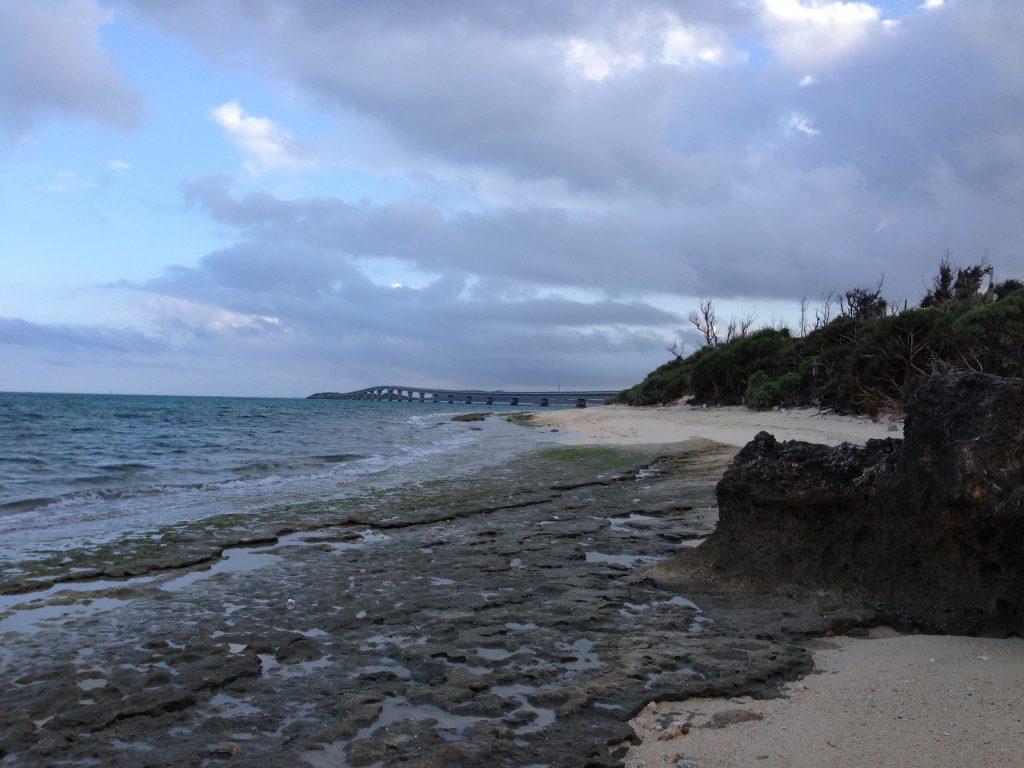 ビーチから見る池間大橋