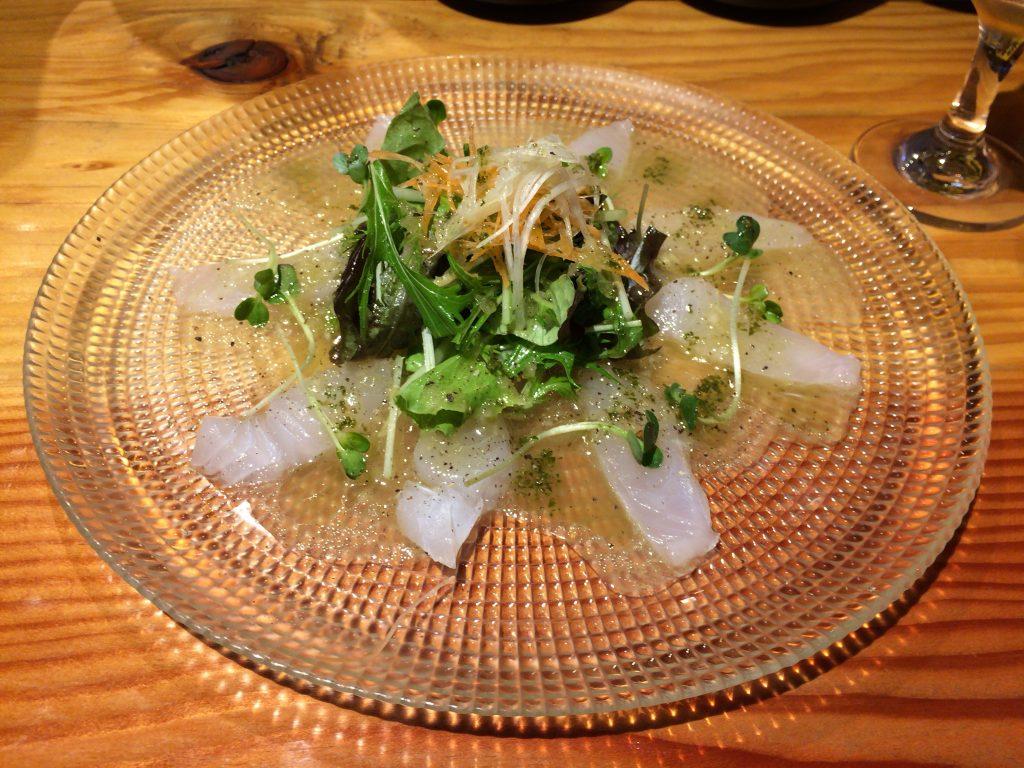 鮮魚のカルパッチョ。こちらはハタである