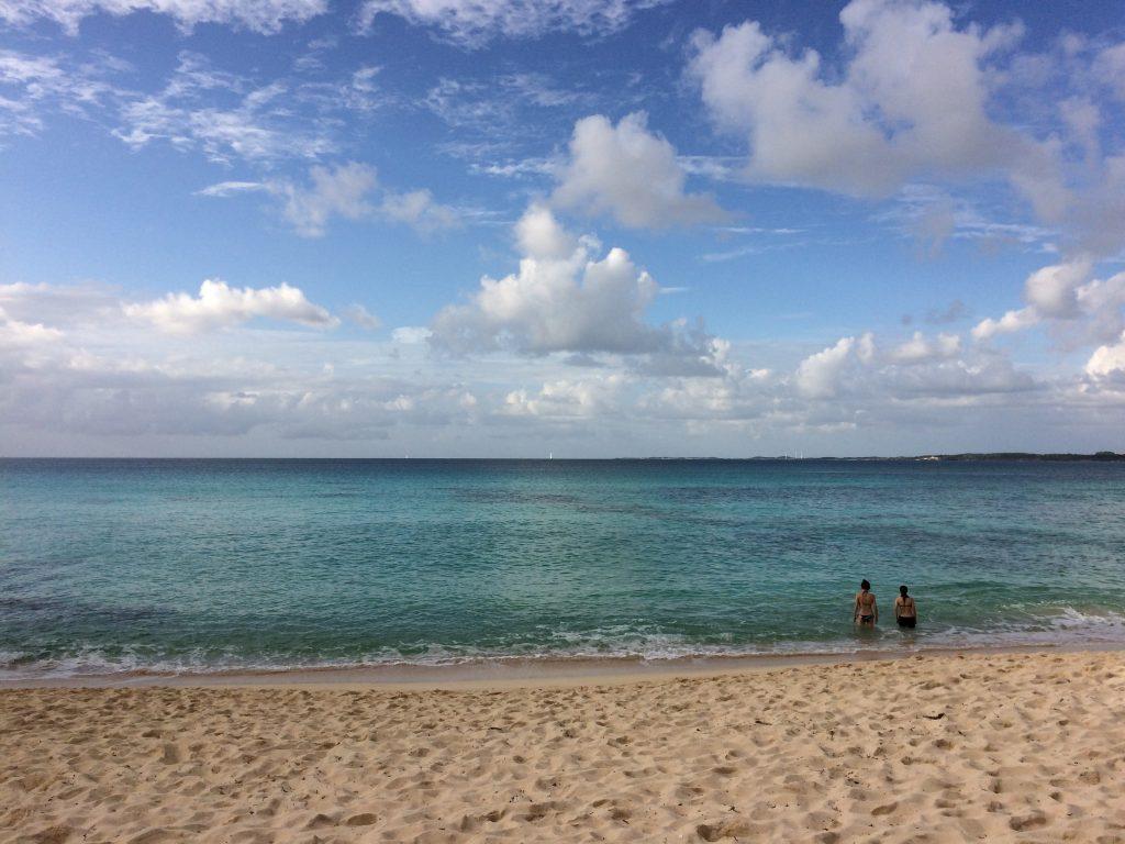 砂山ビーチから水平線を望む
