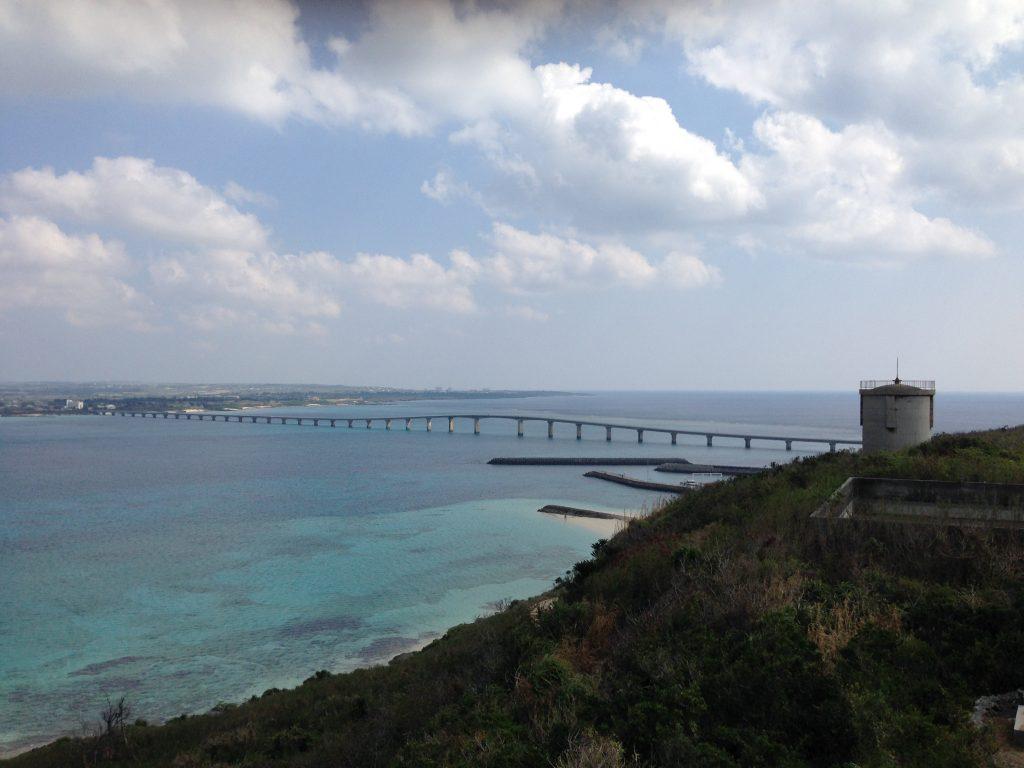竜宮城展望台からの景色(来間大橋)
