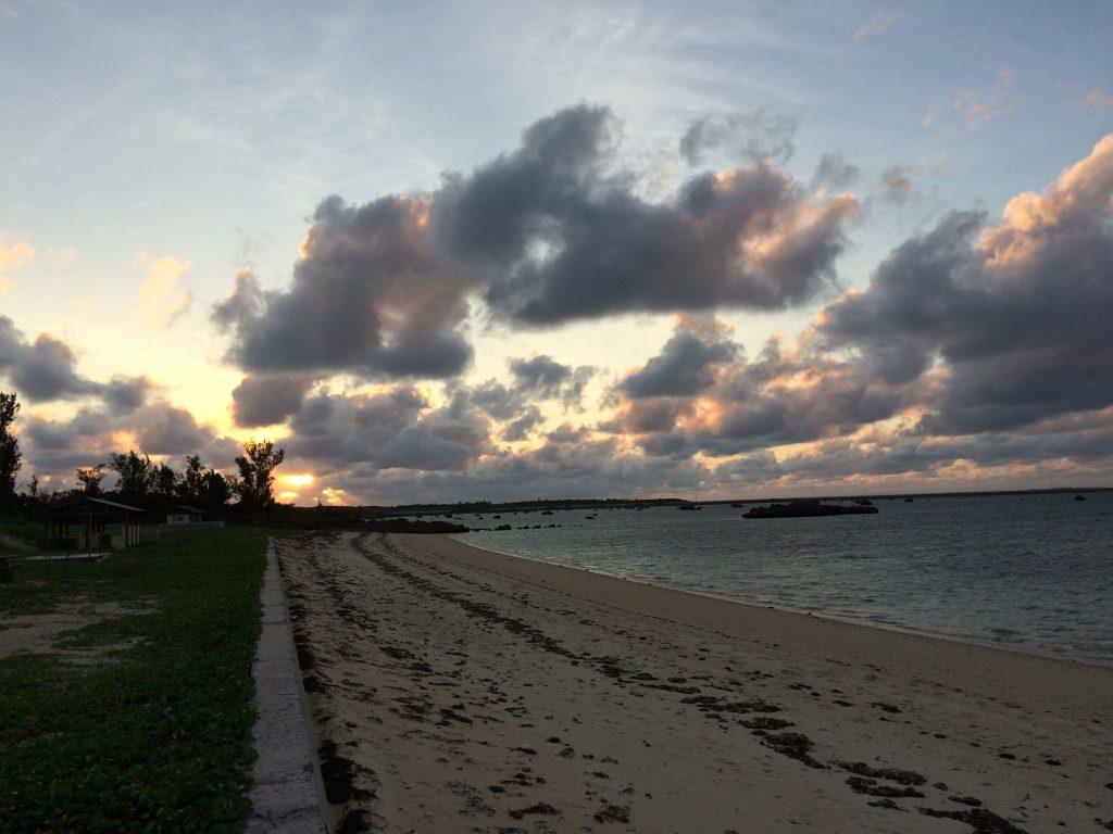 佐和田の浜に沈む夕日