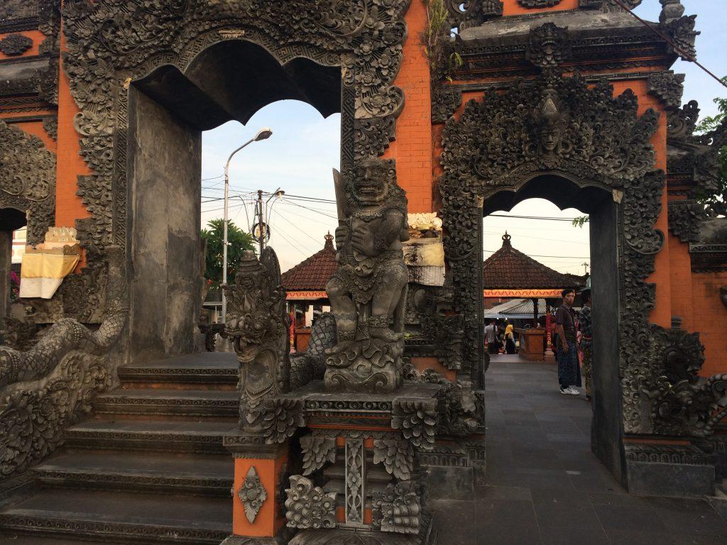タナロット寺院の門